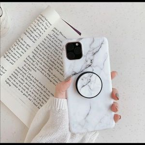 iPhone 11 Case with pop socket